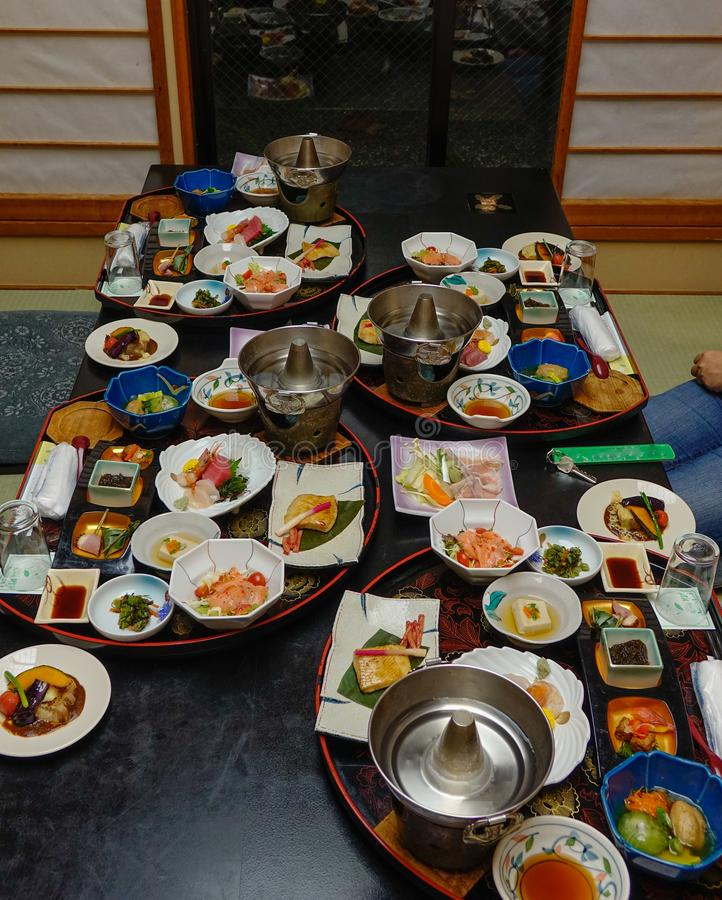Ιαπωνικό παραδοσιακό καθορισμένο γεύμα για το γεύμα στοκ εικόνες με δικαίωμα ελεύθερης χρήσης