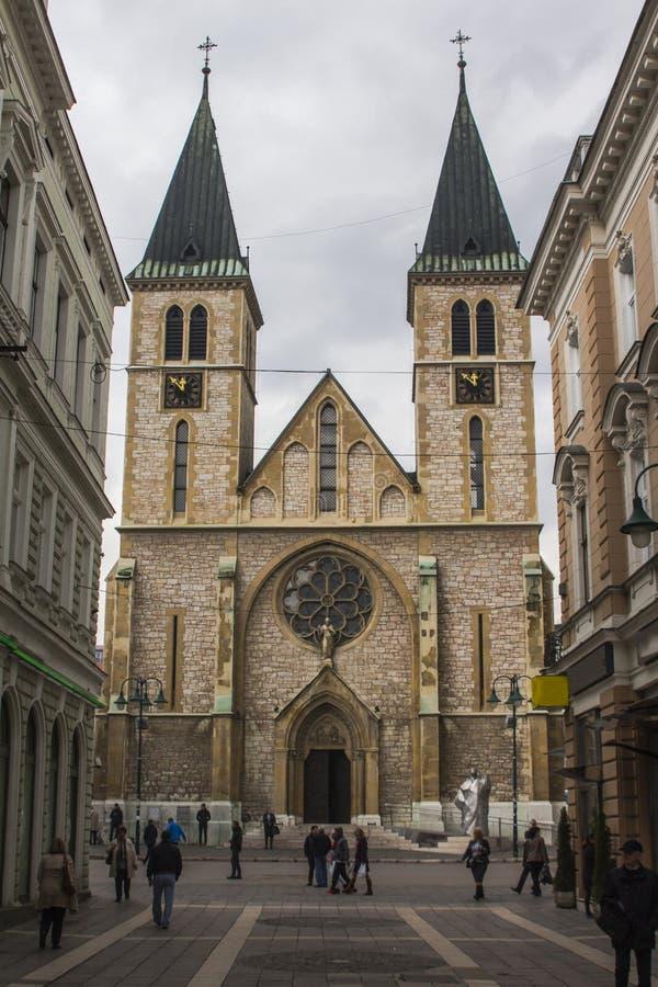 Ιερός καθεδρικός ναός καρδιών στο Σαράγεβο η χορήγηση του συνδετήρα της Βοσνίας περιοχών περιοχής που χρωματίστηκε η Ερζεγοβίνη π στοκ φωτογραφία με δικαίωμα ελεύθερης χρήσης