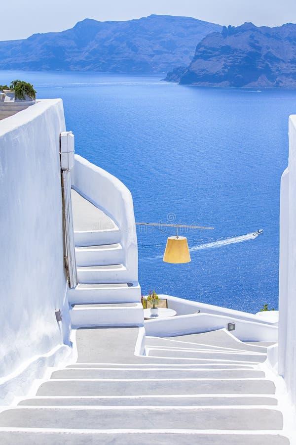 Ιδέες και προορισμοί ταξιδιού Ρομαντικές θέσεις Oia του χωριού στο γραφικό νησί Santorini στην Ελλάδα στο καλοκαίρι στοκ εικόνα