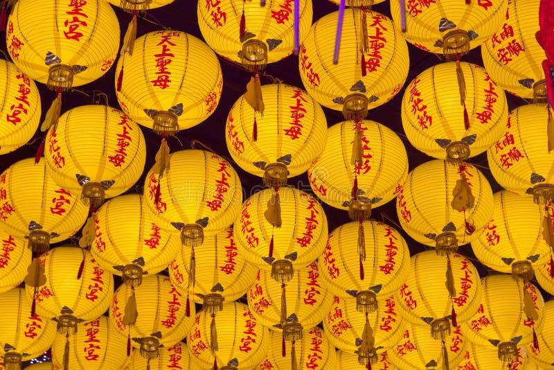 Κίνα, θρησκευτική πίστη, κίτρινος, που ευλογεί το λαμπτήρα στοκ φωτογραφία