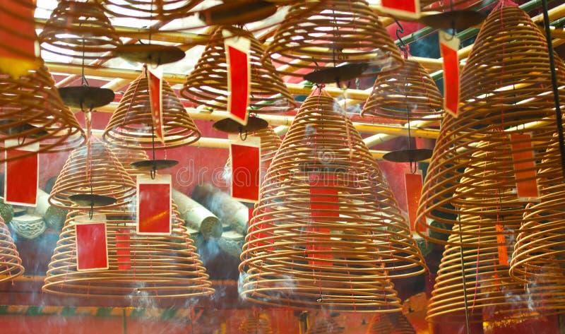 Καίγοντας σπείρες θυμιάματος ναός MO ατόμων του Χογκ Κογ Ορόσημο και δημοφιλή τουριστικά αξιοθέατα στοκ φωτογραφία
