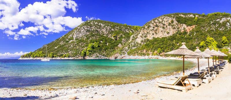 Καλύτερες παραλίες του νησιού της Σκοπέλου - κόλπος Limnonari με τα νερά κρυστάλλου Νησιά Sporades της Ελλάδας στοκ φωτογραφίες