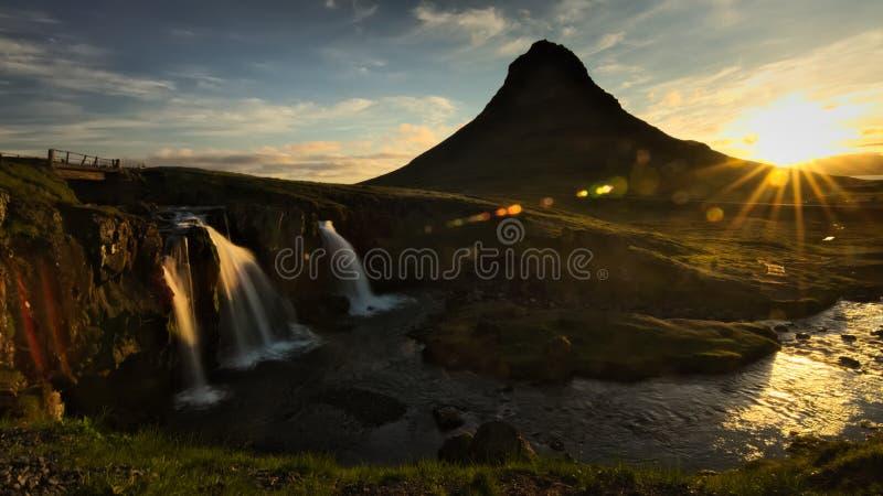 Καταρράκτης Kirkjufellsfoss κατά τη διάρκεια της ανατολής στοκ εικόνες