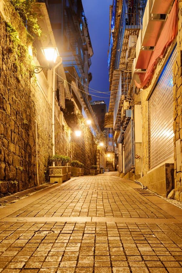 Καταπληκτική άποψη νύχτας της εγκαταλειμμένης οδού στην παλαιά πόλη, Μακάο στοκ εικόνες με δικαίωμα ελεύθερης χρήσης