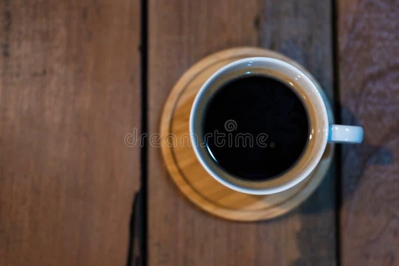 Καφές φλυτζανιών Americano στον ξύλινο πίνακα στοκ φωτογραφίες