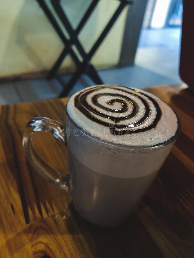 Καφετής καφές σε ένα φλυτζάνι στοκ φωτογραφίες με δικαίωμα ελεύθερης χρήσης
