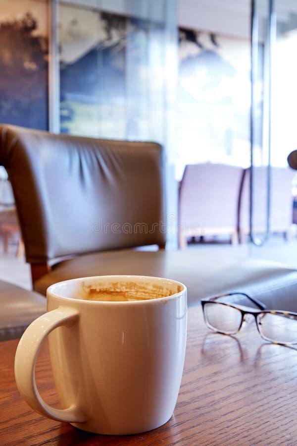 Καυτός καφές το πρωί στοκ εικόνες