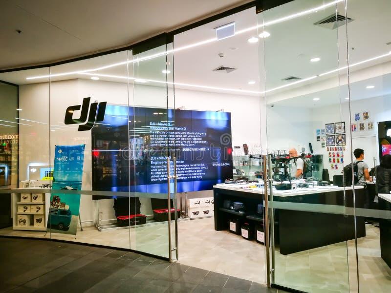 Κηφήνες καταστημάτων DJI, αναρτήρες συστημάτων αεροφωτογραφίας, σταθεροποιητές καμερών και εξαρτήματα η εικόνα του shopfront στη  στοκ εικόνες
