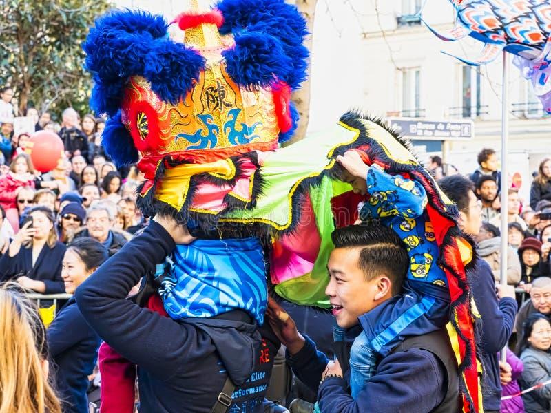 Κινεζικό νέο έτος 2019 Παρίσι Γαλλία - χορός λιονταριών στοκ εικόνες