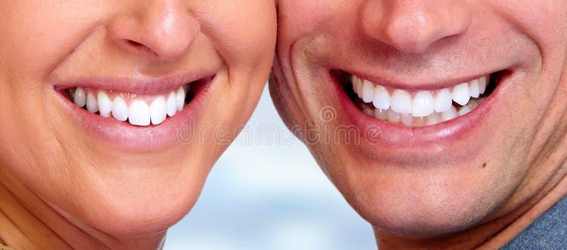 Κινηματογράφηση σε πρώτο πλάνο δοντιών χαμόγελου στοκ εικόνες