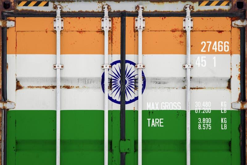 Κινηματογράφηση σε πρώτο πλάνο του εμπορευματοκιβωτίου με τη εθνική σημαία στοκ φωτογραφία
