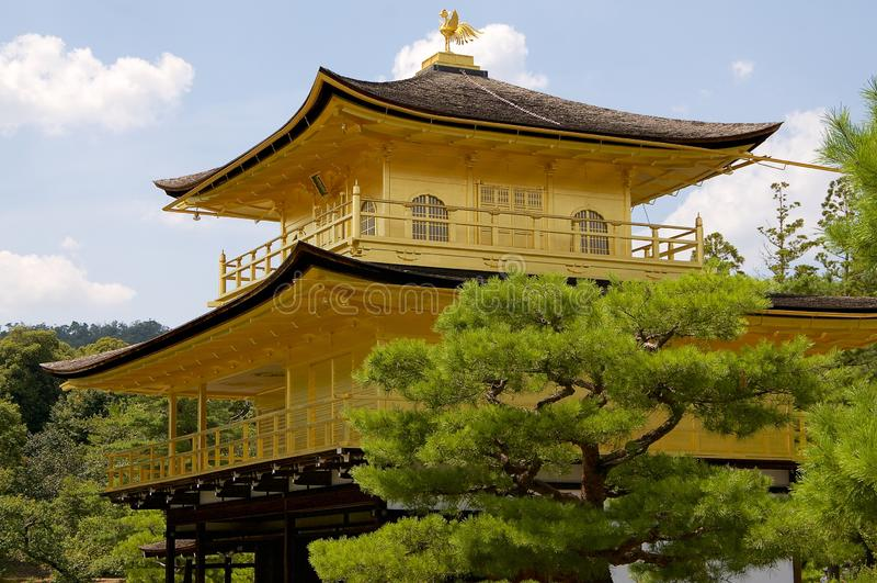 Κλείστε επάνω του χρυσού ναού Pavillon Kinkaku-kinkaku-ji του Κιότο, Ιαπωνία στοκ φωτογραφία