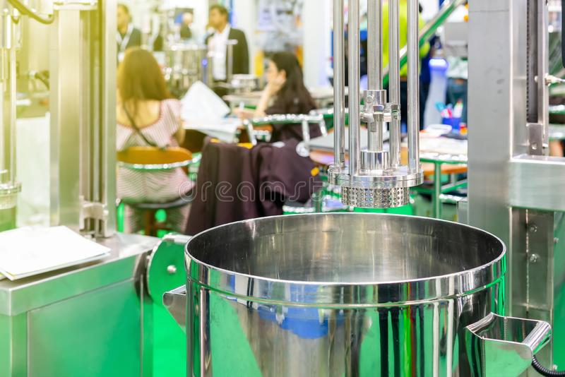 Κλείστε επάνω το ανοξείδωτο επικεφαλής πλέγμα εμπορικού homogenizer μηχανών αναμικτών τροφίμων ή του τύπου μετατροπής σε μορφή γα στοκ φωτογραφίες με δικαίωμα ελεύθερης χρήσης