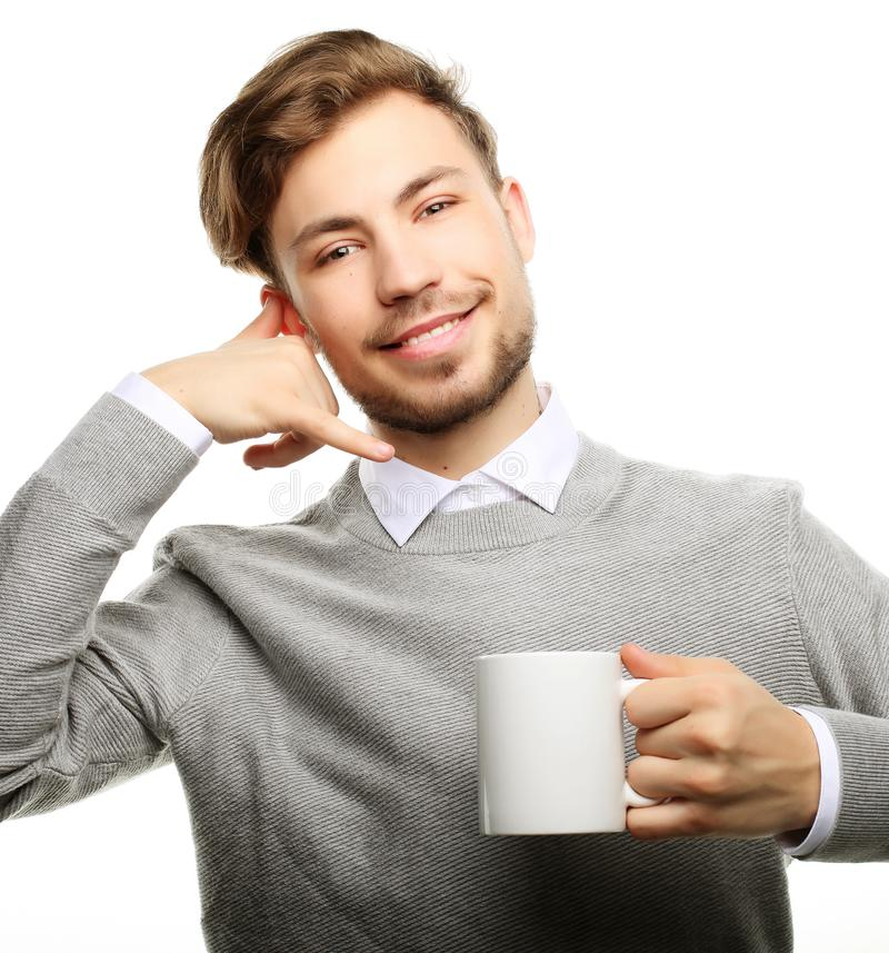 Κλείστε επάνω το επιχειρησιακό άτομο με το φλυτζάνι καφέ στοκ φωτογραφία με δικαίωμα ελεύθερης χρήσης