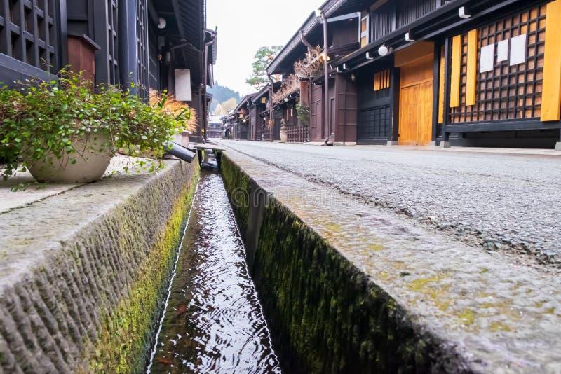 Κοίτη με το παλαιό και αυθεντικό παραδοσιακό ιαπωνικό χωριό στοκ φωτογραφίες