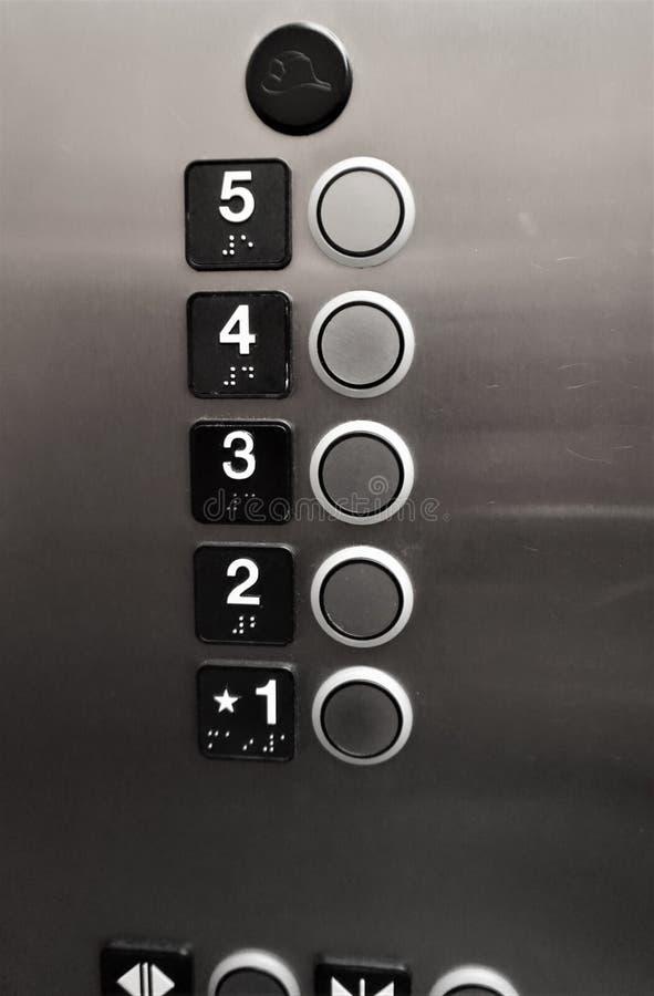 Κουμπιά ανελκυστήρων πρώτα μέσω του πέμπτου πατώματος στοκ εικόνα με δικαίωμα ελεύθερης χρήσης