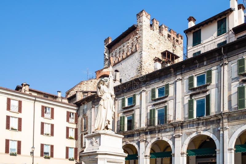 """Κουδούνι """"Ιταλία αγαλμάτων στην πλατεία Loggia στο Brescia στοκ φωτογραφία"""