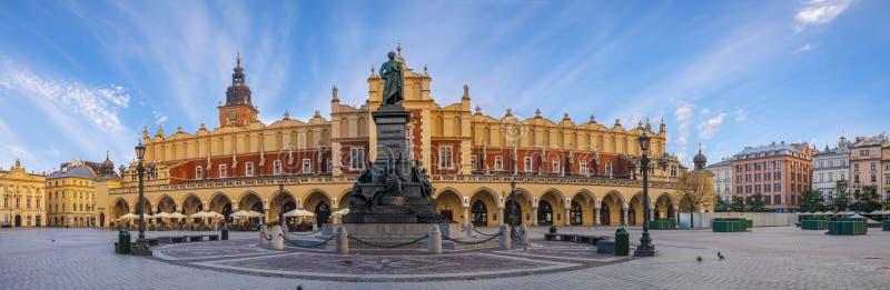Κύριο τετράγωνο αγοράς στην Κρακοβία στοκ φωτογραφίες