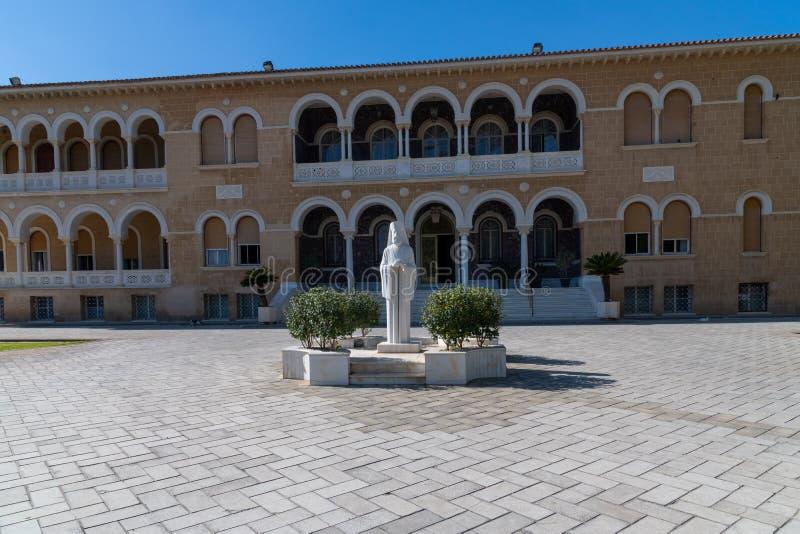 Κύπρος, στα ελληνικά, τη Λευκωσία, την παλαιά πόλη, το μνημείο Αρχιεπίσκοπος Makarios και το αρχιεπισκοπικό παλάτι στοκ φωτογραφία με δικαίωμα ελεύθερης χρήσης
