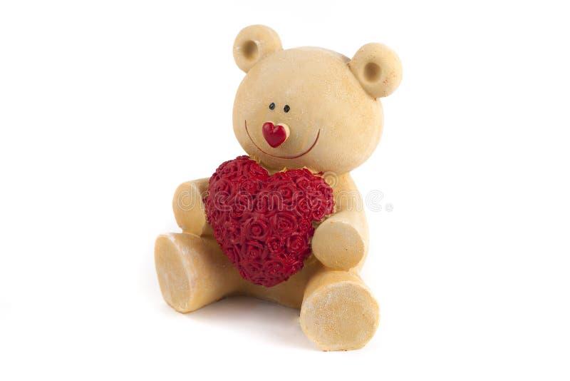 κόκκινος αυξήθηκε κόκκινο καρδιών Το ζεύγος Teddy αντέχει στον εναγκαλισμό, αγκάλιασμα Χειροποίητη κόκκινη καρδιά, κορδέλλα, τόξο στοκ εικόνες