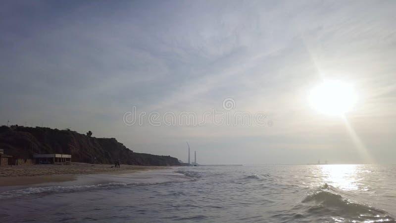 Κυματωγή στην ακτή της mediterrian παραλίας άμμου στοκ φωτογραφία με δικαίωμα ελεύθερης χρήσης