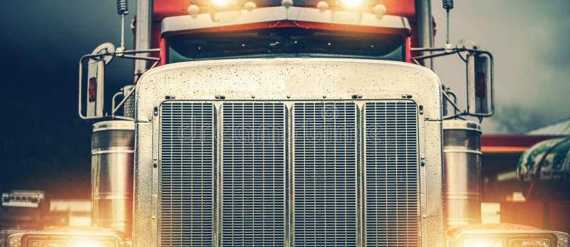 Λαμπρό αμερικανικό ημι φορτηγό στοκ εικόνες