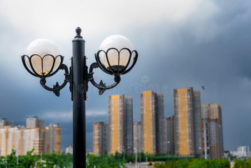 Λαμπτήρας οδών στο πάρκο σε Astana στοκ φωτογραφία με δικαίωμα ελεύθερης χρήσης