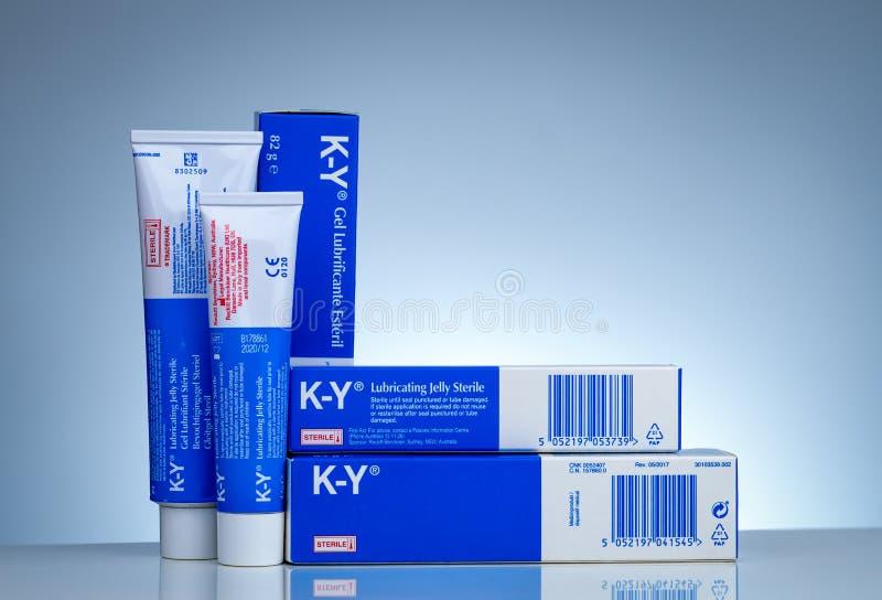 Λαδώνοντας ζελατίνα των KY αποστειρωμένη Κολπική λίπανση Υδροδιαλυτή προσωπική χρήση λιπαντικών ως λιπαντικό για το σεξουαλικό in στοκ φωτογραφίες
