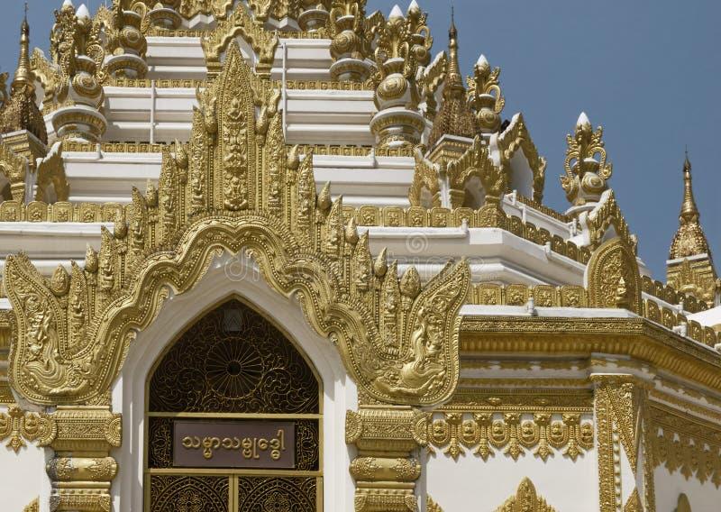 Λεπτομέρεια της παγόδας Swe Taw Myat σε Yangon, το Μιανμάρ στοκ φωτογραφία