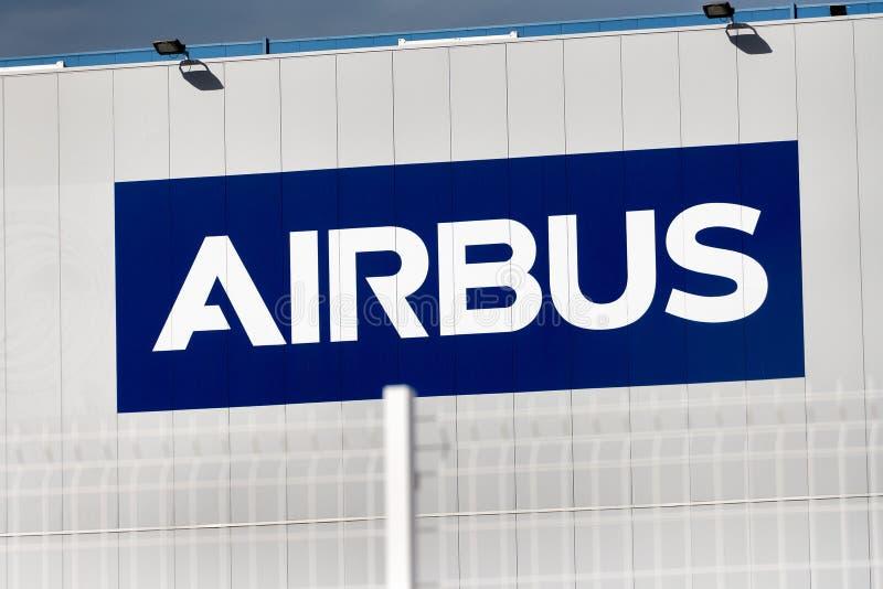 Λογότυπο airbus στο κτήριο airbus στοκ εικόνα