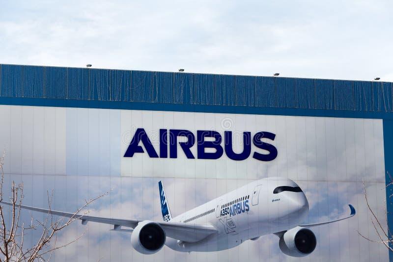 Λογότυπο airbus στο κτήριο airbus στοκ φωτογραφίες