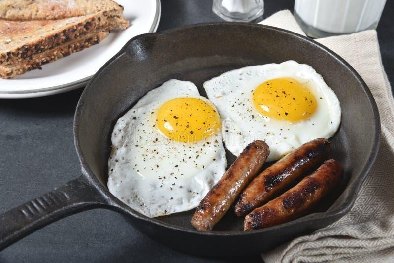 Λουκάνικο και αυγά στοκ φωτογραφία με δικαίωμα ελεύθερης χρήσης