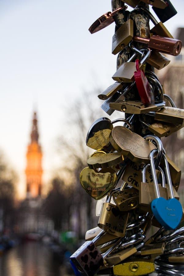 Λουκέτα κλειδαριών αγάπης στοκ εικόνα με δικαίωμα ελεύθερης χρήσης