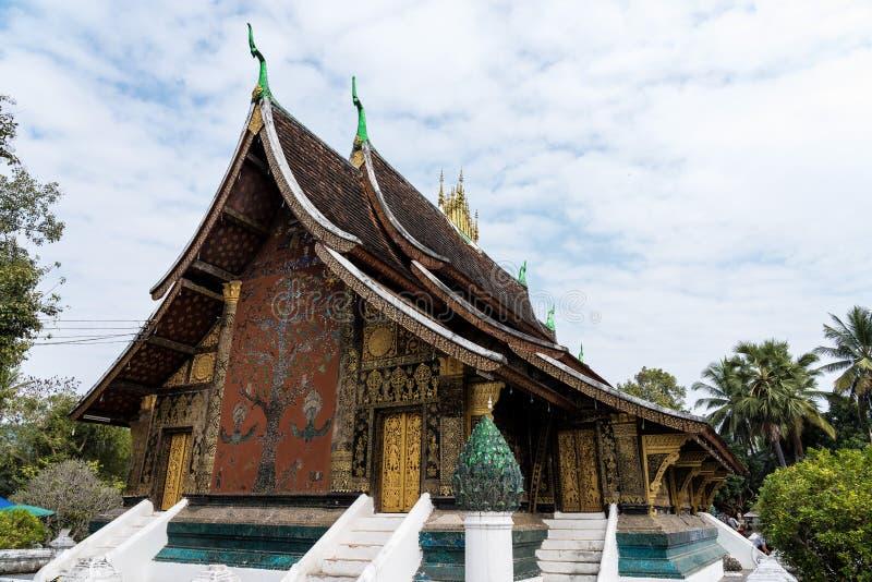 Λουρί Xieng Wat ή ο χρυσός ναός πόλεων σε Luang Prabang, Λάος στοκ φωτογραφία