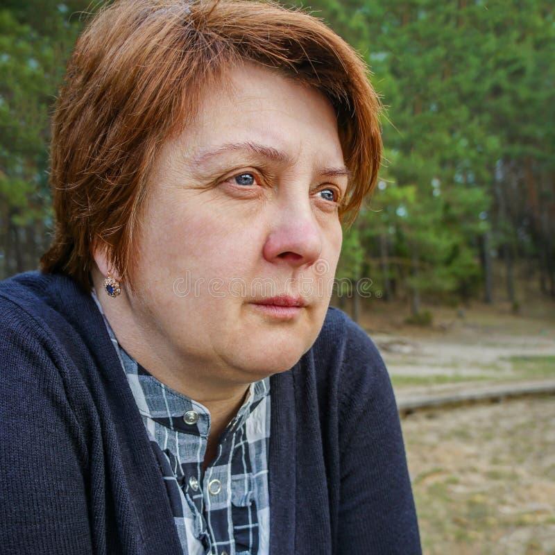 Λυπημένη μέσης ηλικίας γυναίκα στοκ φωτογραφίες με δικαίωμα ελεύθερης χρήσης