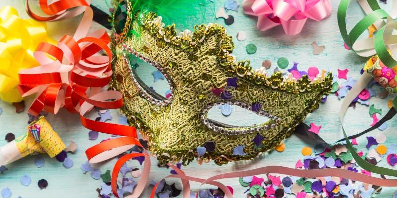 Μάσκα καρναβαλιού και ντεκόρ κομμάτων, κομφετί στοκ εικόνα με δικαίωμα ελεύθερης χρήσης