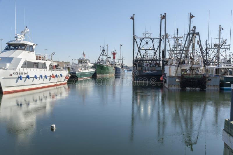 Μίγμα των εμπορικών σκαφών που ελλιμενίζονται στο Νιού Μπέντφορτ στοκ εικόνα με δικαίωμα ελεύθερης χρήσης