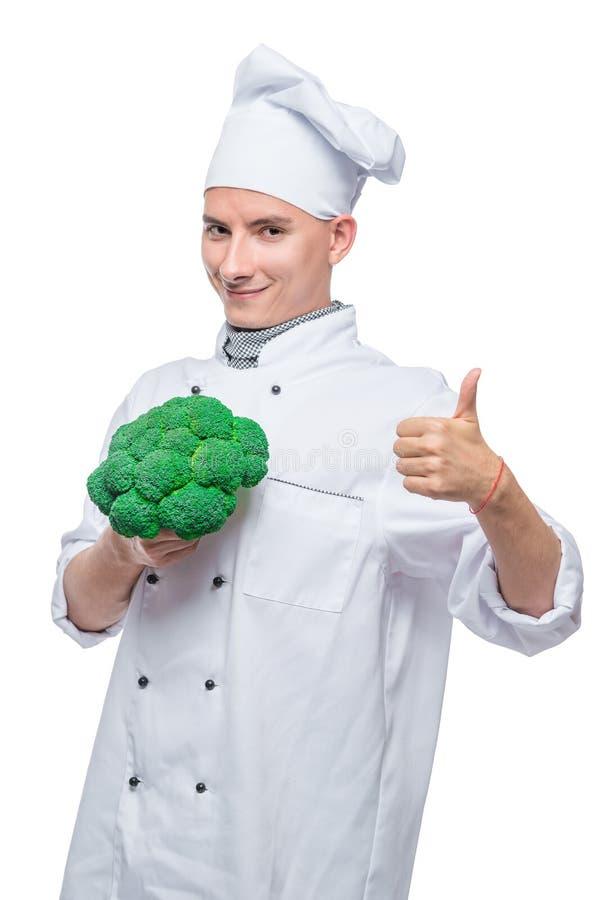 Μαγειρικός κύριος με το μπρόκολο στο άσπρο υπόβαθρο στοκ εικόνα με δικαίωμα ελεύθερης χρήσης