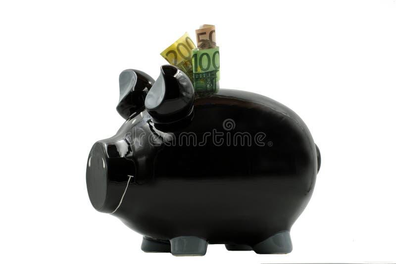 Μαύρη piggy τράπεζα με τα ευρο- τραπεζογραμμάτια που απομονώνονται στο άσπρο υπόβαθρο στοκ εικόνες με δικαίωμα ελεύθερης χρήσης