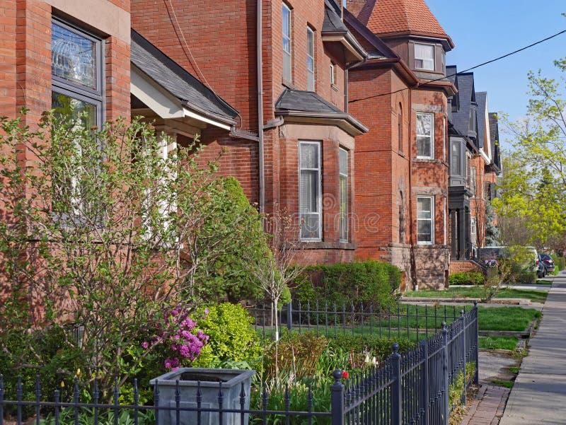 Μεγάλα παλαιά βικτοριανά σπίτια στοκ εικόνα με δικαίωμα ελεύθερης χρήσης