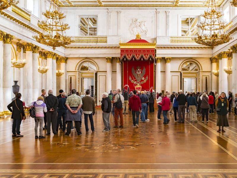 Μεγάλο δωμάτιο θρόνων της Αγία Πετρούπολης Ρωσία χειμερινών παλατιών στοκ εικόνες με δικαίωμα ελεύθερης χρήσης
