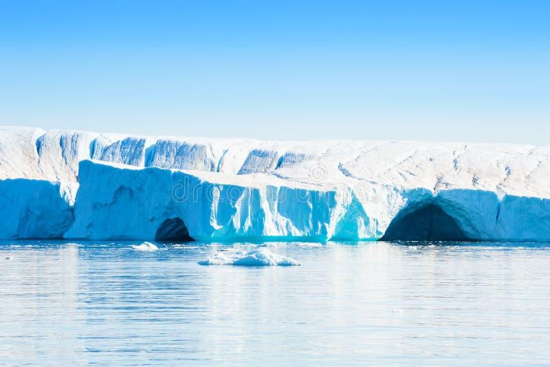Μεγάλο παγόβουνο στο Ιλούλισσατ icefjord, δυτική ακτή της Γροιλανδίας στοκ εικόνες