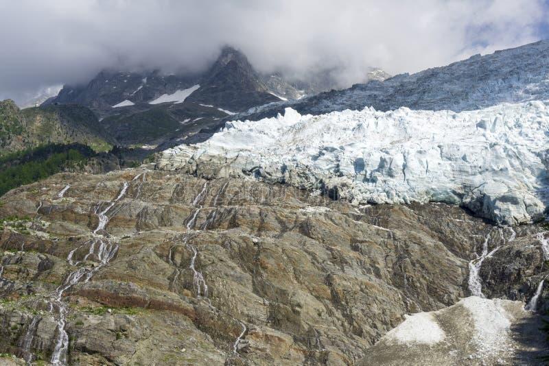 Μεγαλοπρεπής άποψη Glacier des Bossons ορών Chamonix στοκ εικόνα