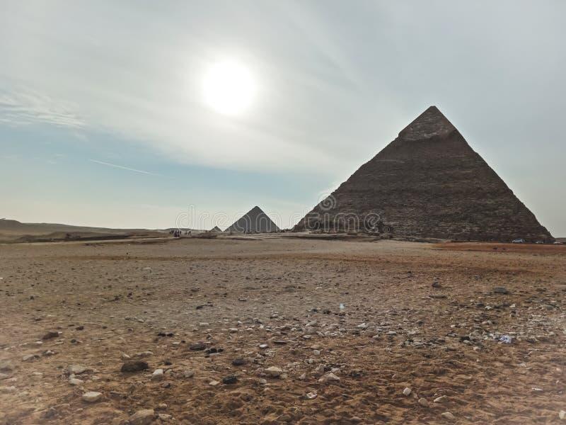 Μια άποψη των μεγάλων πυραμίδων σε Giza, Αίγυπτος στοκ φωτογραφία με δικαίωμα ελεύθερης χρήσης