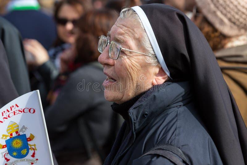 Μια καλόγρια στο τετράγωνο του ST Peter στοκ φωτογραφία με δικαίωμα ελεύθερης χρήσης