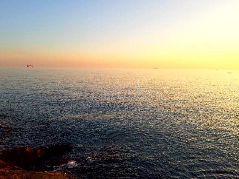 Μια καταπληκτική φωτογραφία του ηλιοβασιλέματος πέρα από τη θάλασσα στοκ φωτογραφία με δικαίωμα ελεύθερης χρήσης