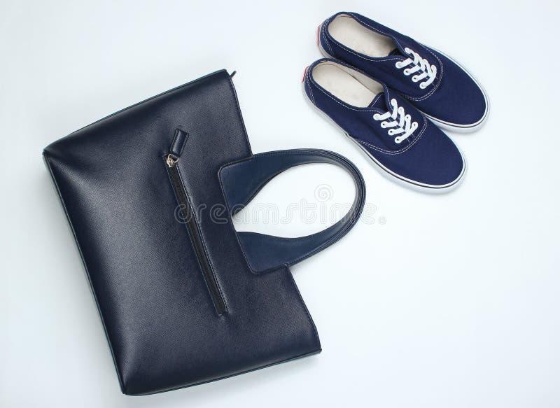 Μοντέρνα γυναίκες & x27 παπούτσια και εξαρτήματα του s στοκ φωτογραφία