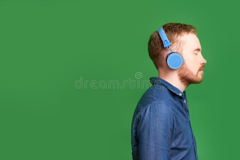 μουσική ατόμων ακούσματος στοκ φωτογραφίες με δικαίωμα ελεύθερης χρήσης