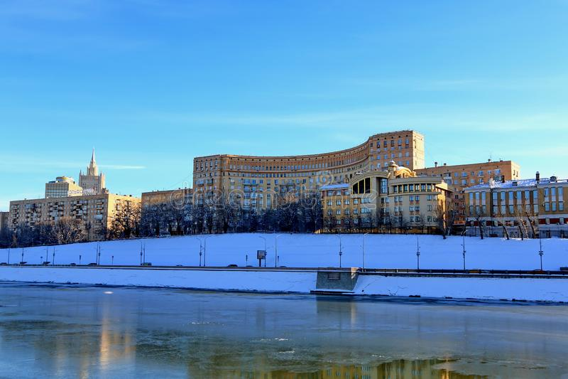 Μόσχα, Ρωσία - 14 Φεβρουαρίου 2019: Ανάχωμα Rostovskaya ενάντια στο μπλε ουρανό στοκ εικόνες