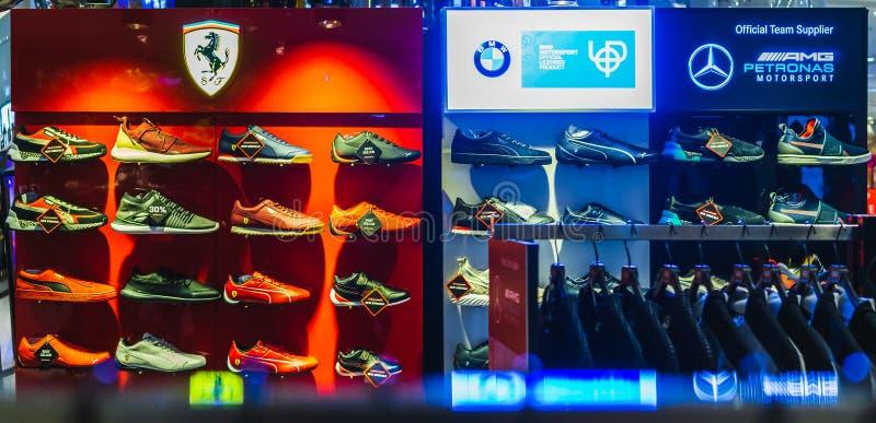 Μπανγκόκ, Ταϊλάνδη - 28 Φεβρουαρίου 2019: Puma Ferrari, BMW και επίδειξη παπουτσιών AMG Motorsport στο κατάστημα υποδημάτων Puma  στοκ εικόνες